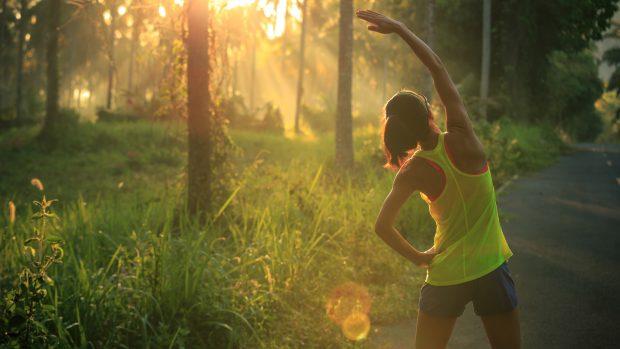 """Vitamina D, lo sport all'aperto è meglio. """"Bastano 10 minuti al sole per ossa più forti"""""""