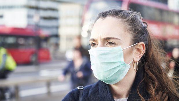 Coronavirus meno aggressivo con le donne, l'immunologo spiega perché. Pensando al lockdown