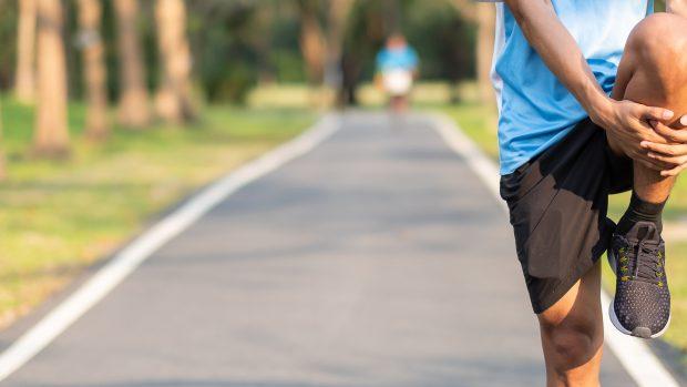 Stretching, fa bene o male? Meglio prima o dopo l'allenamento? Risponde il medico dello sport