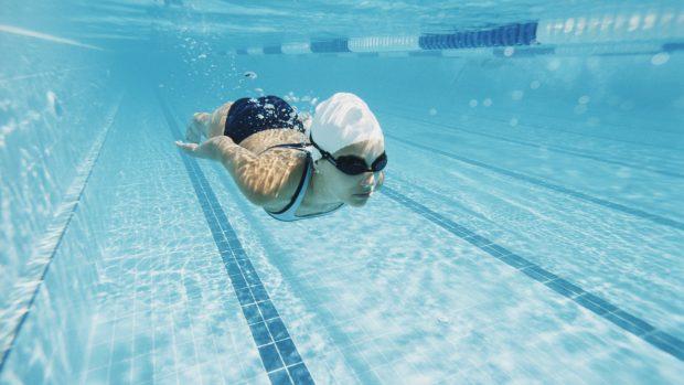 """Nuoto, proteggere i capelli al mare e in piscina. Massimiliano Rosolino: """"Cuffia in silicone e niente phon"""""""