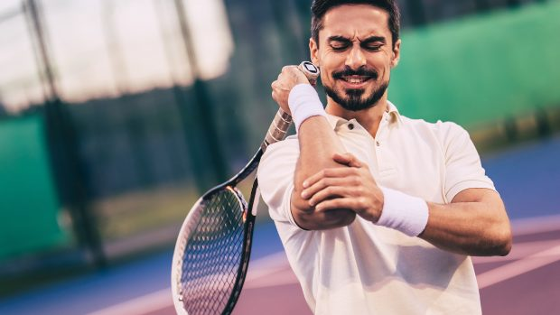 """Corsa, tennis ma non solo: attenzione alle patologie da sovraccarico. Il chirurgo: """"Ecco come prevenirle"""""""