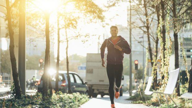 Correre in città fa bene o male ai polmoni? Risponde la pneumologa
