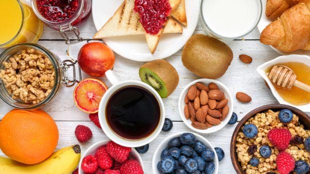 """Infarto, il cardiologo: """"Ecco perché la prima colazione, meglio se abbondante, lo previene"""""""