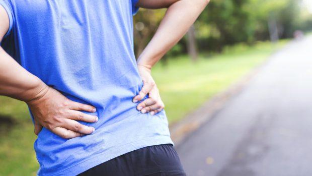 Corsa, come evitare il mal di schiena? I consigli dell'ortopedico