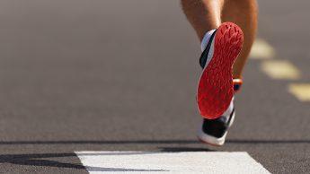 Corsa, i rischi di scarpe sbagliate o usurate: