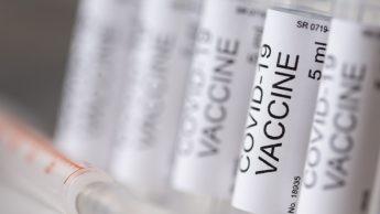 Covid-19, dottoressa positiva dopo il vaccino. Il virologo: