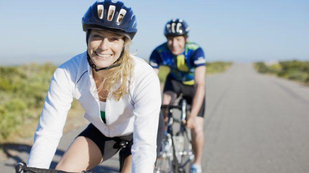 Ipertensione, gli sport migliori per combatterla: dal ciclismo alla corsa, i consigli del cardiologo