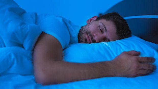 I benefici del sonno: protegge da infarto e Covid, infortuni e diabete...