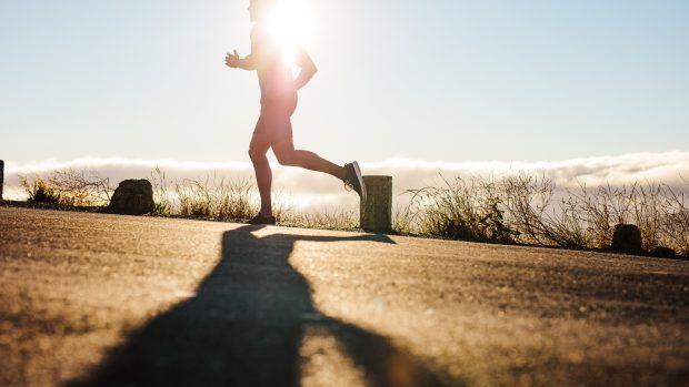 Sport all'aperto, come proteggersi dal sole: i consigli del professor Di Pietro