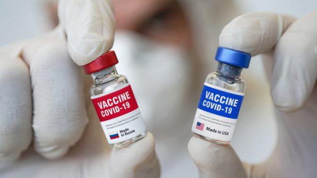 """Vaccino Sputnik, il virologo Clementi: """"Efficace al 91,6%. Ma la geopolitica incide..."""""""
