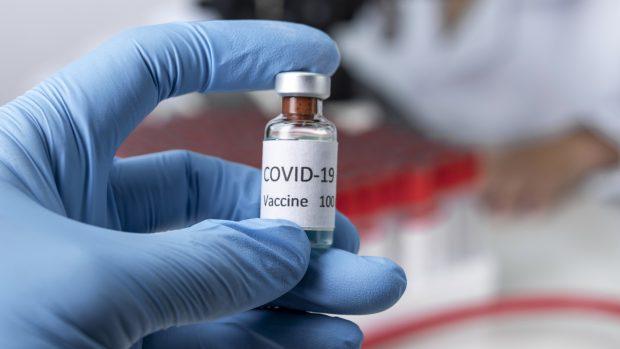 Vaccino Covid, come comportarsi dopo averlo fatto? Risponde Pregliasco