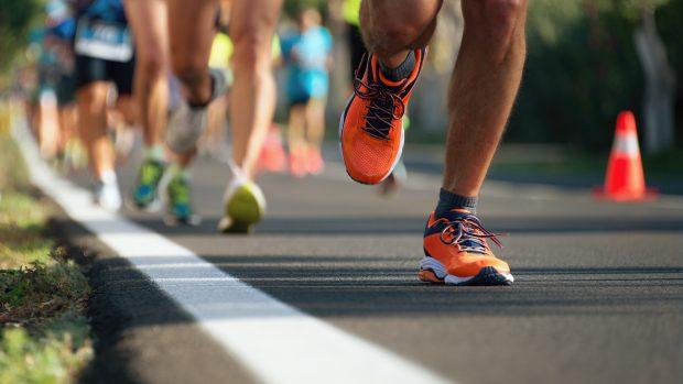 Maratone in Italia senza visita medica per gli stranieri, basta l'autocertificazione. Pro e contro