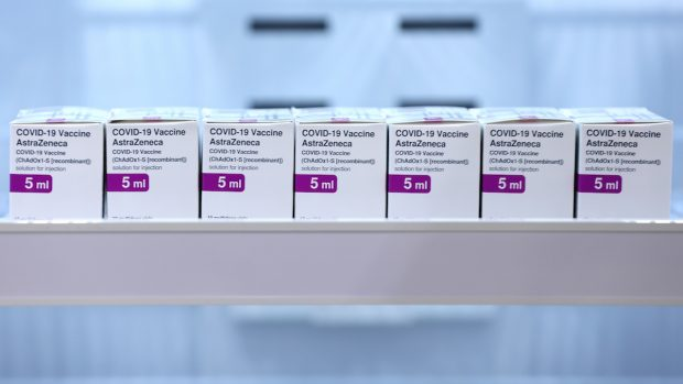 Vaccino AstraZeneca trombosi e altri effetti collaterali