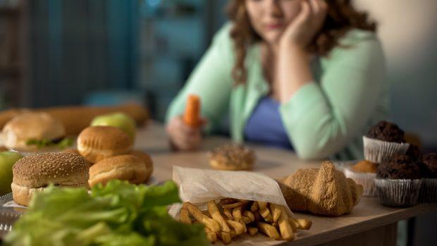 Disturbo da alimentazione incontrollata: sintomi, cause e come guarire (anche con lo sport)