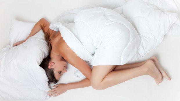 giovane donna che dorme