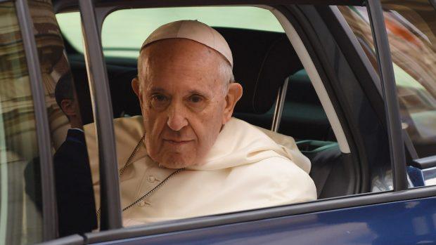 Malattia Papa Francesco operato al colon
