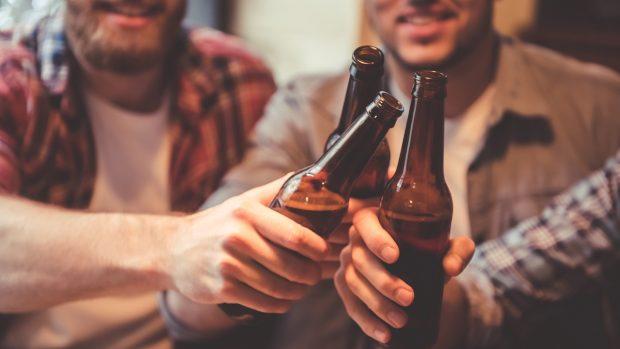 Alcol e sport: dalla riduzione del testosterone ai danni ai muscoli, tutti i possibili rischi